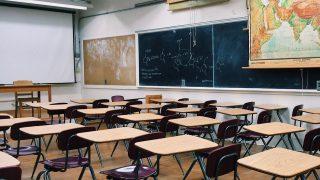 『ADHDの私が小中学生時代の通知表を見ながら振り返る』